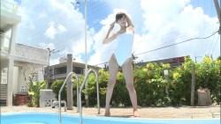 吉木りさ プールサイドで真っ白レオタード水着