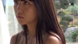 浅川梨奈 ビキニやセーラー服でグラビア撮影