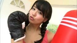 平嶋夏海 三つ編みタンクトップでボクシング