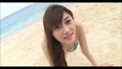原幹恵 緑のビキニでビーチで緑のビキニで一緒に遊ぶ