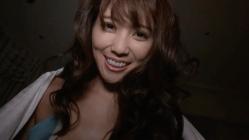 森咲智美 夜のベッドでノーブラの彼女とイチャつく