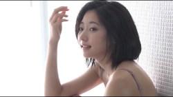 武田玲奈 セクシードレスでグラビア撮影