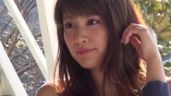 久松郁実 色んなビキニ着て健康的な身体見せながらグラビア撮影