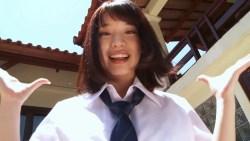 久松かおり ミニスカJK制服でパンチラ全開で踊りまくる
