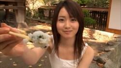 桃瀬美咲 キャミソールの可愛い彼女とお寺でデート