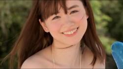 菅本裕子 エロい身体揺らしまくりながらビーチで遊ぶ