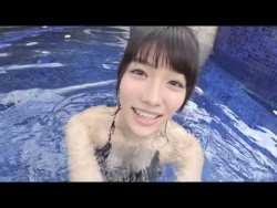今野杏南 エロ水着着た彼女とリゾートプールでイチャイチャ遊ぶ