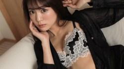 志田友美 ランジェリー姿で色っぽい表情でグラビア撮影
