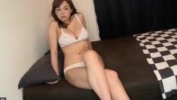 篠崎愛 巨乳の彼女がお家でワンピース脱いで白ランジェリーで誘惑