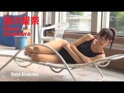 浅川梨奈 スク水や浴衣を着ながら色っぽく谷間見せながらグラビア撮影