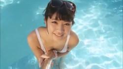 永井里菜 白いハイレグレオタードでプールに入りながらたっぷりエロい身体アピール