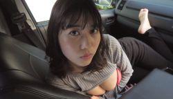 伊織いお 車内で巨乳美女が洋服脱いでランジェリー姿で誘惑してくる