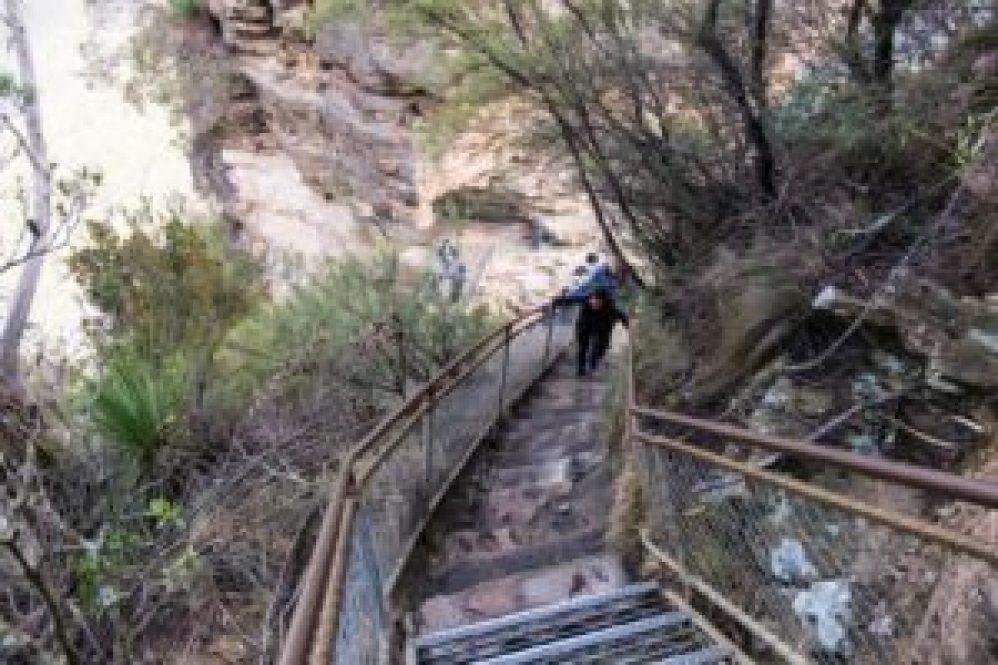 Les escaliers pour se rendre aux three sisters.