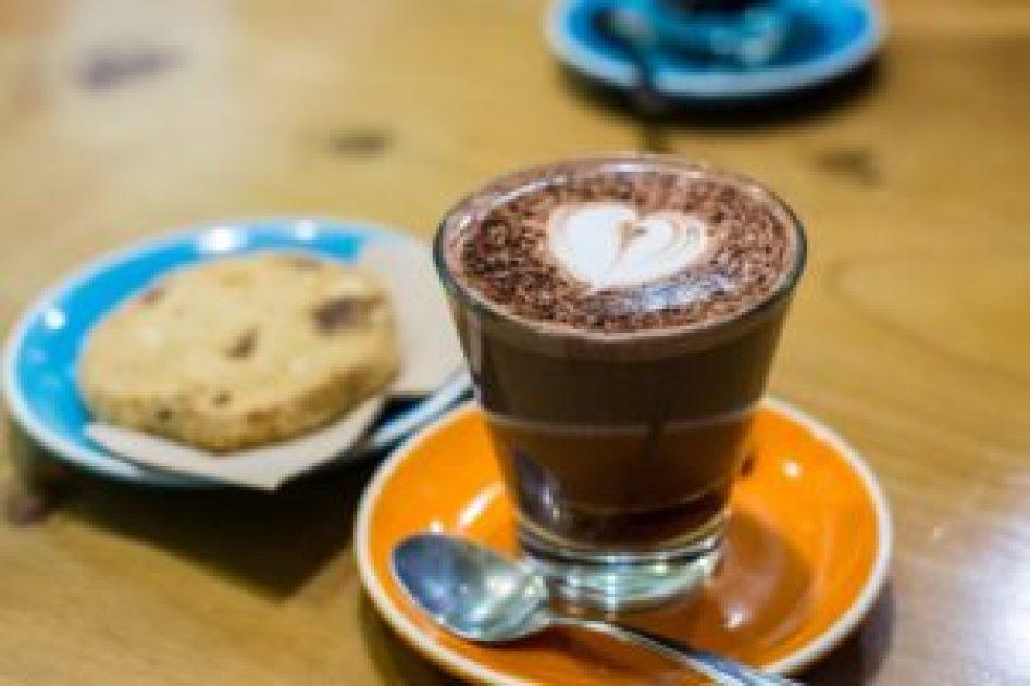 Chocolat chaud et cookie maison, miam !