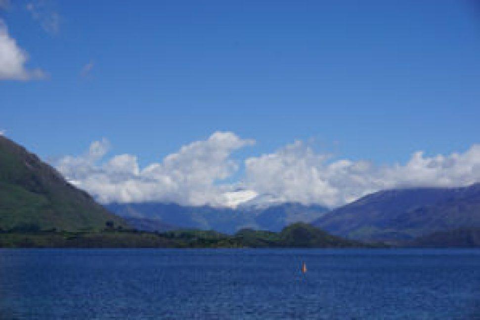 Vue sur le lac et le parc national Mont Aspiring depuis Wanaka.
