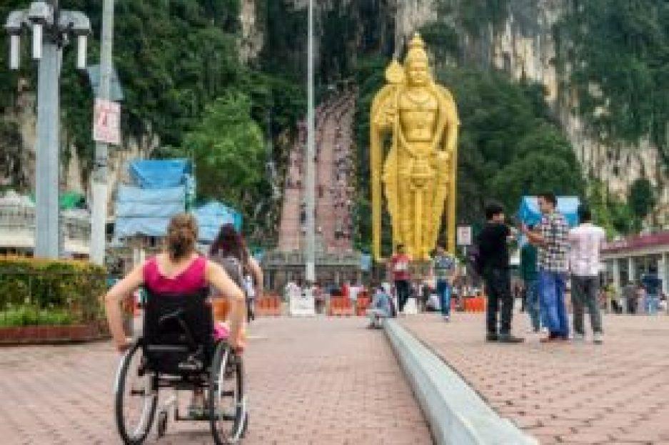 La statue Murugan, presque aussi impressionnante que les 272 marches d'à côté !