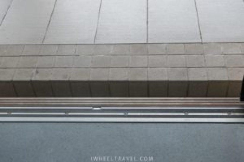 L'espace entre le train et le quai.