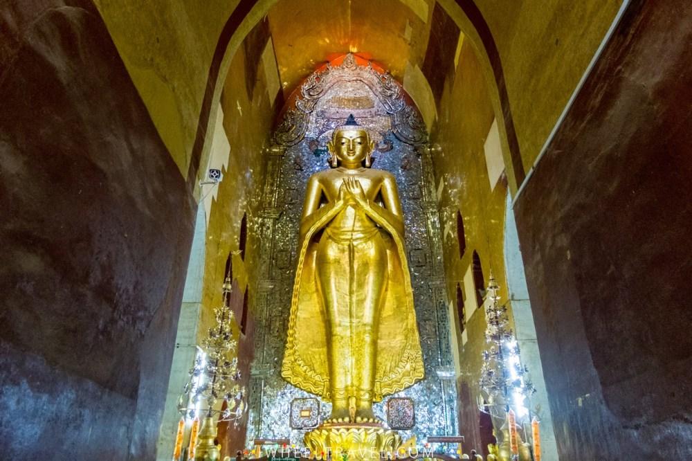 Le bouddha Kakusandha, au nord du temple.