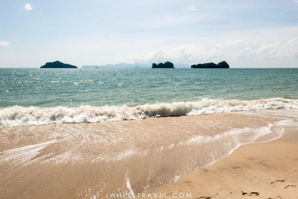 Pantai Rekreasi Kastam et sa vue sur les petites iles.
