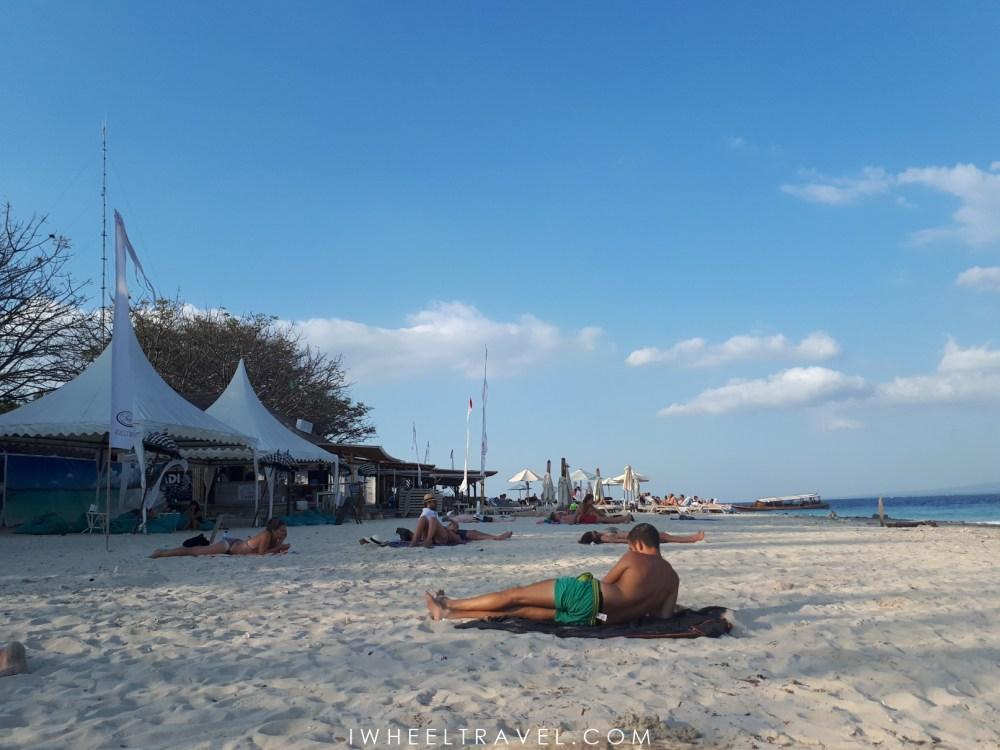 La plage à l'angle sud-est de l'île, face au Scallywags Beach Club.