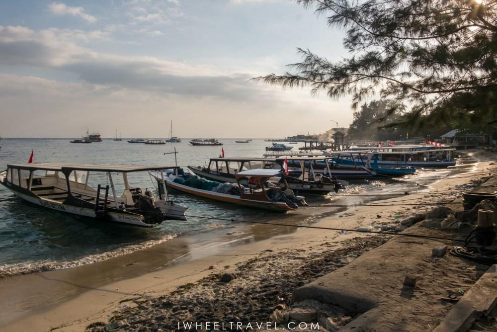 A l'arrivée à Gili Air, de nombreux bateaux accostent directement sur la plage. Le ponton est réservé aux bateaux les plus grands.