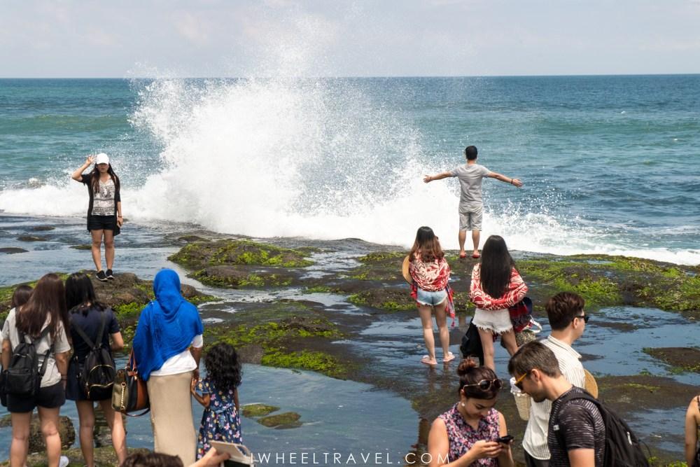 Certains touristes sont prêts à prendre plus de risques que d'autres pour prendre la photo parfaite.