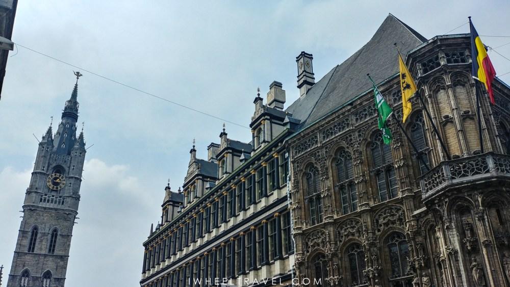 L'hôtel de ville de Gand et le beffroi.