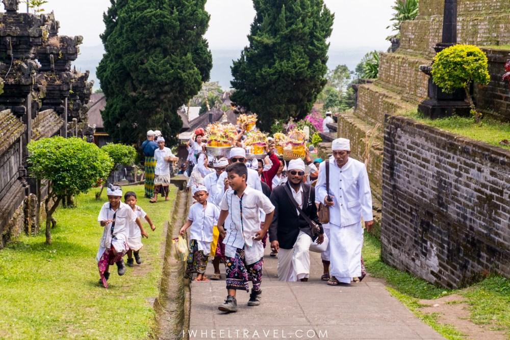 Funérailles au temple Besakih, Bali.