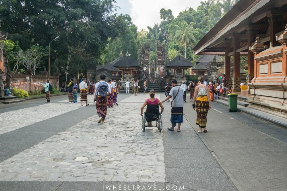 Avec notre guide à Bali.