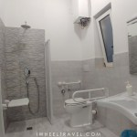 logement handicap Bari roll in shower