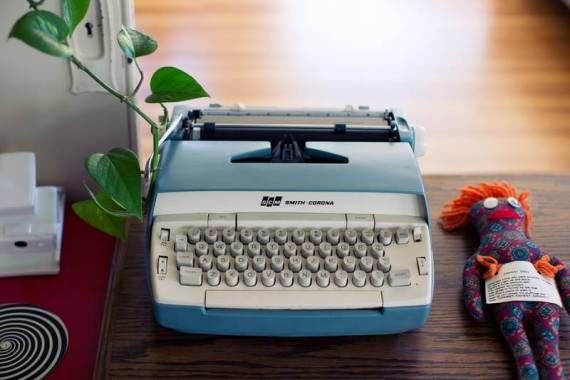 Some blame the typewriter for differences in French punctuation.