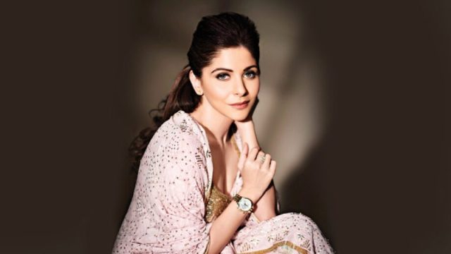 Just like her music, Kanika Kapoor's style is on point too | IWMBuzz