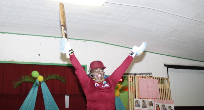 Kemelia Boyd during her winning sports wear presentation. (IWN photo)