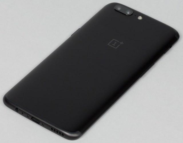 задняя сторона смартфона OnePlus 5