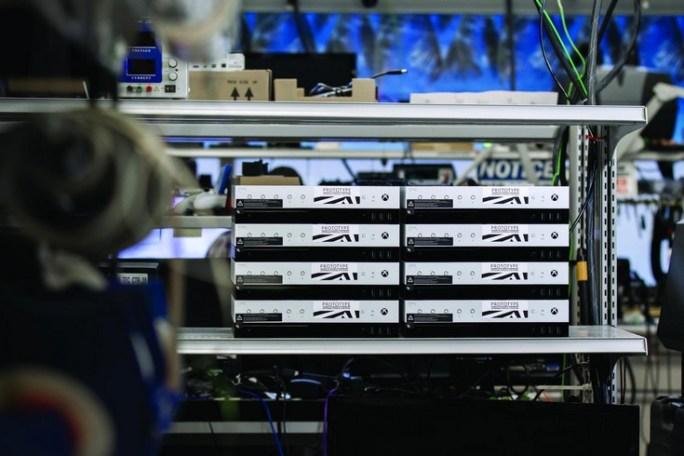 Версия приставки Microsoft Project Scorpio для разработчиков получила собственный дисплей