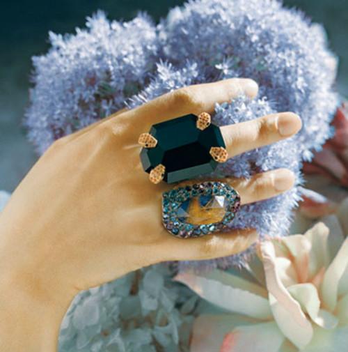 西班牙珠寶品牌 VASARI ,贍養得很好的人 • Namenstage: 1. Januar,來源及流行趨勢-千代英文名