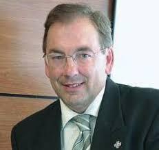 Dr. Luis Rosado