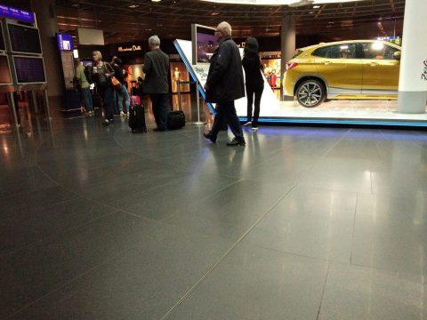 Toujours un humour fou à l'aéroport de Frankfurt - Crédit photo izart.fr