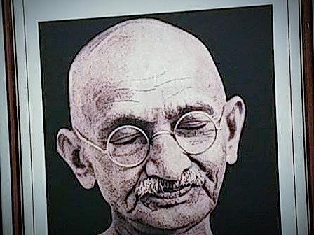 Au plus près de Gandhi - Crédit photo izart.fr