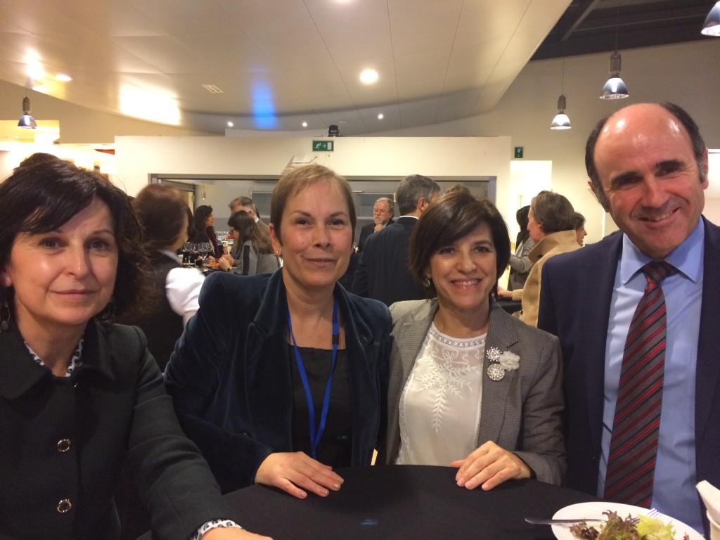 La eurodiputada Izaskun Bilbao, junto con Uxue Barkos, Manu Ayerdi y Marian Elorza en Bruselas. Fuente: Izaskun Bilbao.