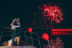 havai fisek gosterisi izmir tekne kiralama 2 - Teknede VIP Transfer ve Palyaço İle Evlenme Teklifi Organizasyonu