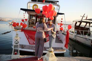 yat kiralama izmir yatta evlenme teklifi organizasyonu izmir 12 300x200 - Izmir Tekne Kiralama