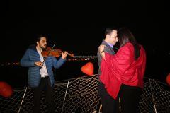 Mutluluk Teknesi Evlenme teklifi Organizasyonu Ruken Mehmet 12 - Mutluluk Teknesi'nde Kemanlı Evlilik Teklifi Organizasyonu