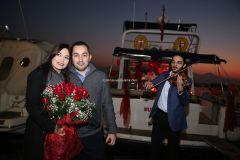 Mutluluk Teknesi Evlenme teklifi Organizasyonu Ruken Mehmet 5 - Mutluluk Teknesi'nde Kemanlı Evlilik Teklifi Organizasyonu