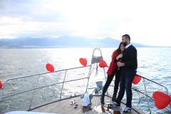 Mutluluk Teknesi Tuğçe Selim İzmir Organizasyon 10 - Teknede Evlenme Teklifi Organizasyonu