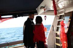 Mutluluk Teknesi Tuğçe Selim İzmir Organizasyon 11 - Teknede Evlenme Teklifi Organizasyonu