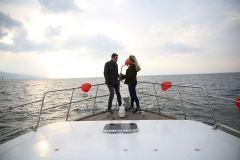 izmir tekne kiralama 11 - Teknede Evlilik Teklifi Organizasyonu 2