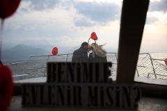 izmir tekne kiralama 3 - Teknede Evlilik Teklifi Organizasyonu 2