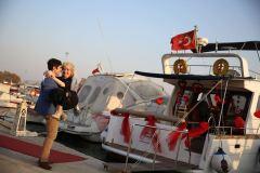 teknede romantik evlilik teklifi organizasyonu izmir tekne kiralama 11 - Teknede Romantik Evlilik Teklifi Organizasyonu