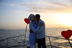 havai fisek esliginde surpriz evlenme teklifi organizasyonu izmir tekne kiralama 11 - Havai Fişek Eşliğinde Evlenme Teklifi Organizasyonu